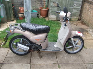 Aprilia Scarabeo 50cc. Needs carb cleaning.