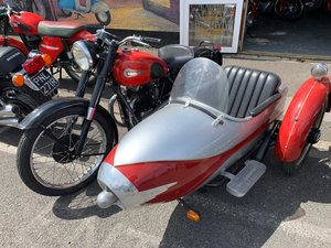 UNIQUE CLASSIC ARIAL WITH SIDECAR