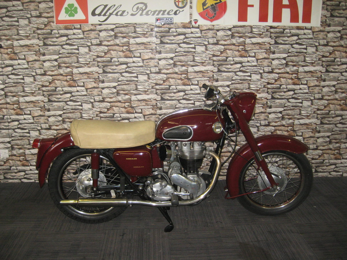 1958 Ariel 350 Red Hunter finished in maroon and black For Sale (picture 1 of 12)