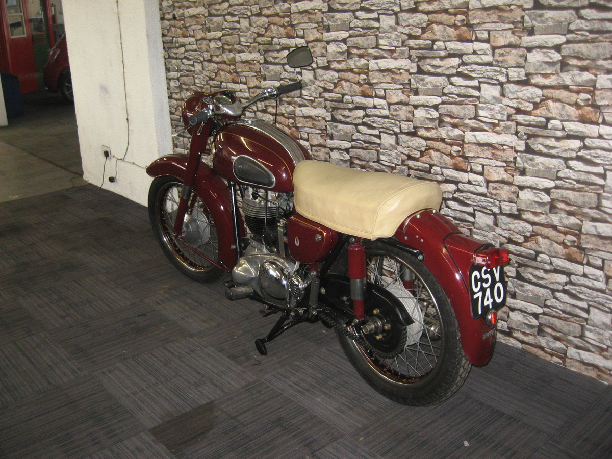 1958 Ariel 350 Red Hunter finished in maroon and black For Sale (picture 5 of 12)