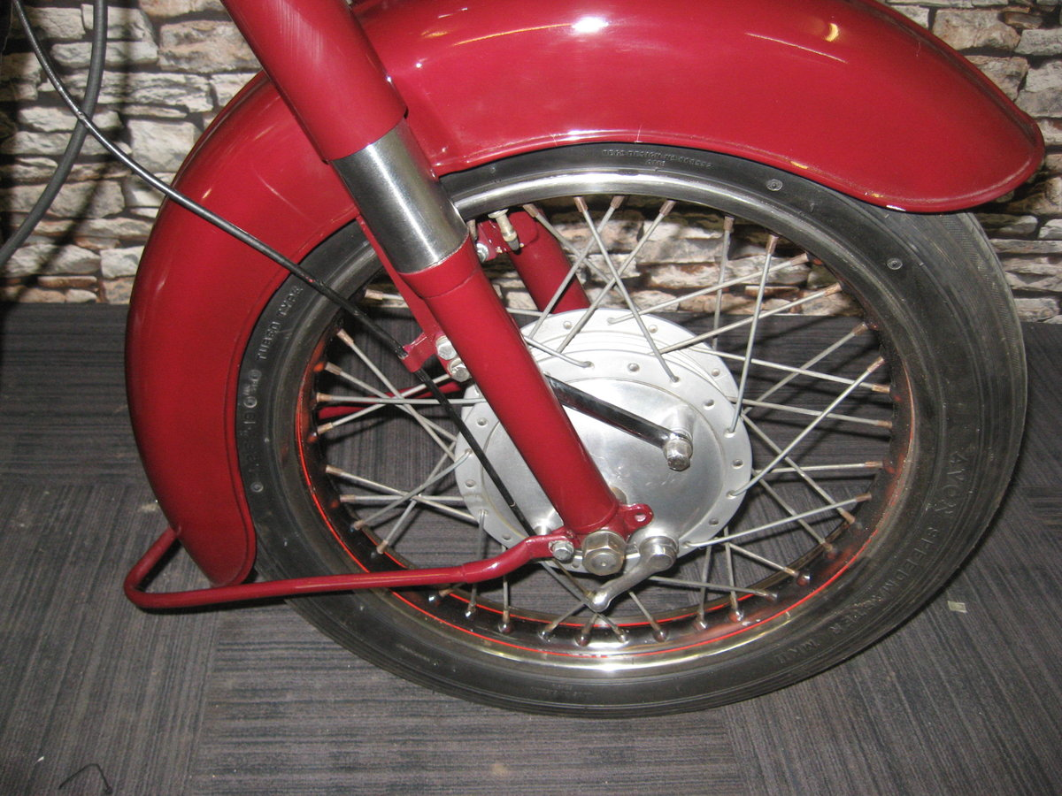 1958 Ariel 350 Red Hunter finished in maroon and black For Sale (picture 8 of 12)