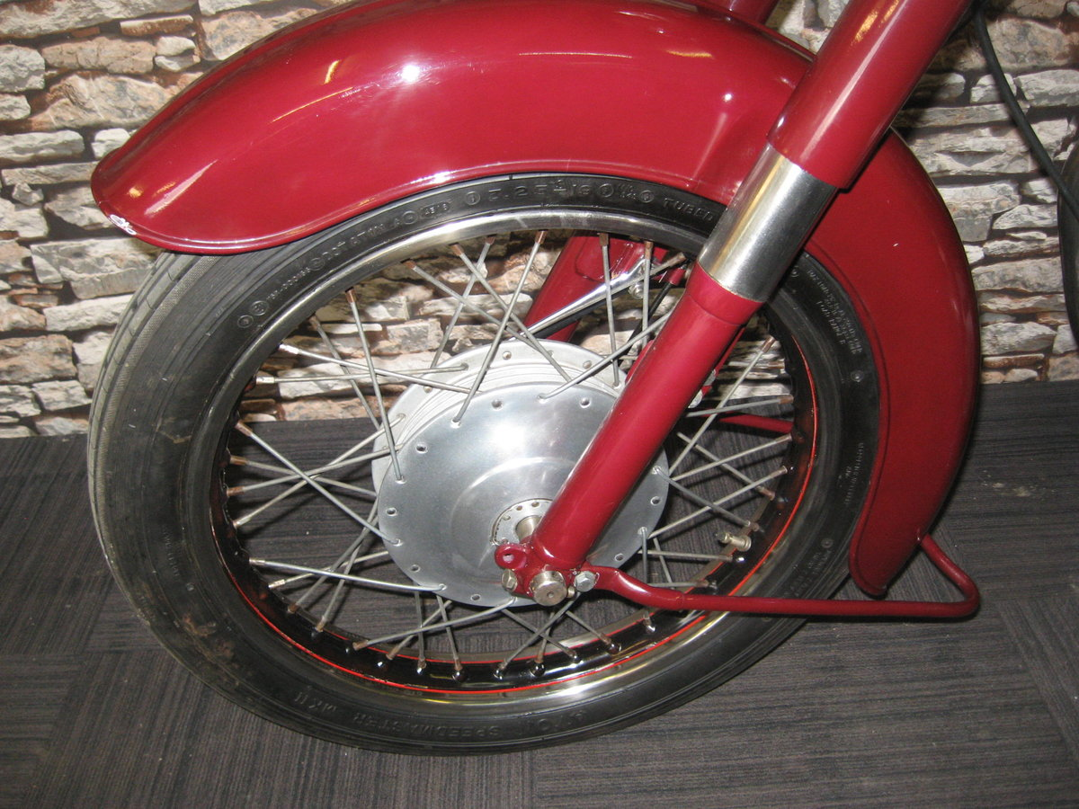 1958 Ariel 350 Red Hunter finished in maroon and black For Sale (picture 10 of 12)