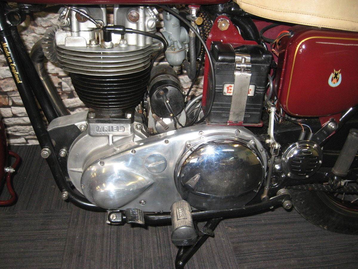 1958 Ariel 350 Red Hunter finished in maroon and black For Sale (picture 11 of 12)