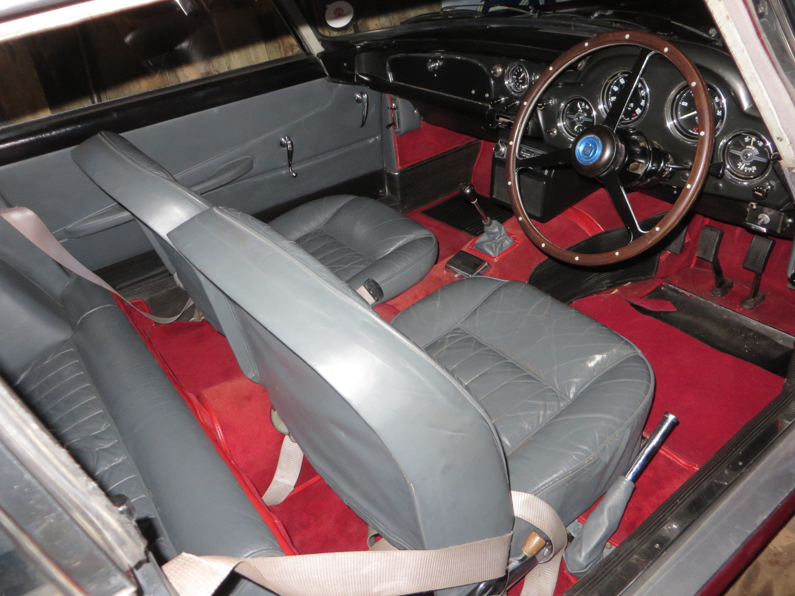 1962 Aston Martin DB4 Series 4 For Sale (picture 8 of 11)