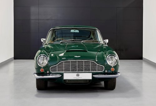 1970 Aston Martin DB6 MK2 Vantage Saloon For Sale (picture 2 of 6)