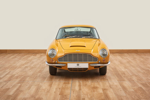 1969 Aston Martin DB6 Vantage Saloon For Sale (picture 2 of 6)