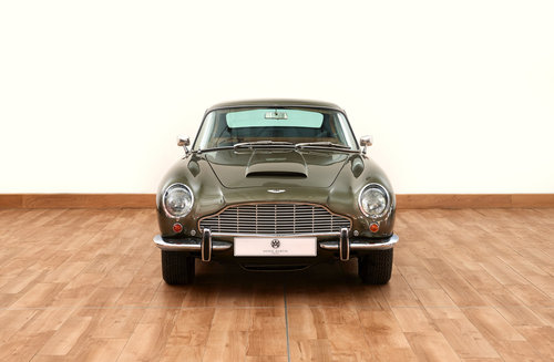 1968 Aston Martin DB6 Vantage Saloon For Sale (picture 2 of 6)