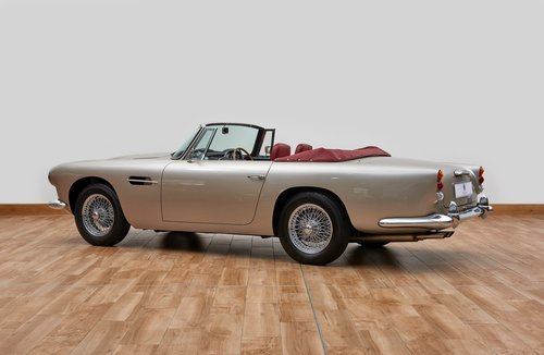 Aston Martin DB4 Series IV Convertible For Sale (picture 2 of 6)