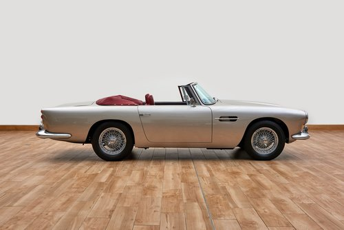 Aston Martin DB4 Series IV Convertible For Sale (picture 3 of 6)