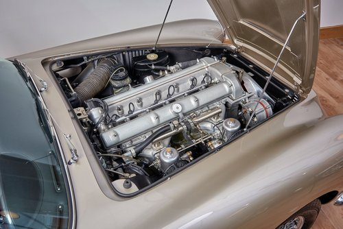 Aston Martin DB4 Series IV Convertible For Sale (picture 5 of 6)