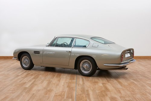 1969 Aston Martin DB6 Saloon For Sale (picture 2 of 6)