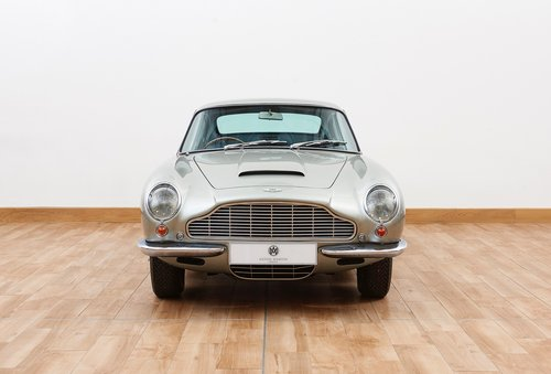 1969 Aston Martin DB6 Saloon For Sale (picture 3 of 6)