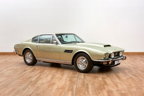 1974 Aston Martin AMV8 Saloon For Sale (picture 1 of 6)