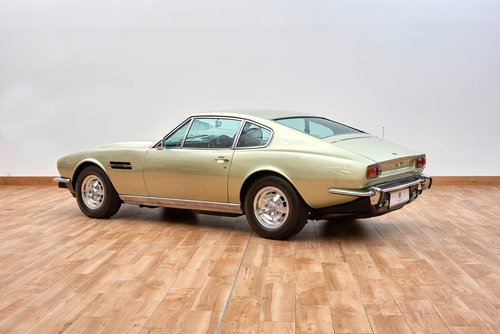 1974 Aston Martin AMV8 Saloon For Sale (picture 2 of 6)