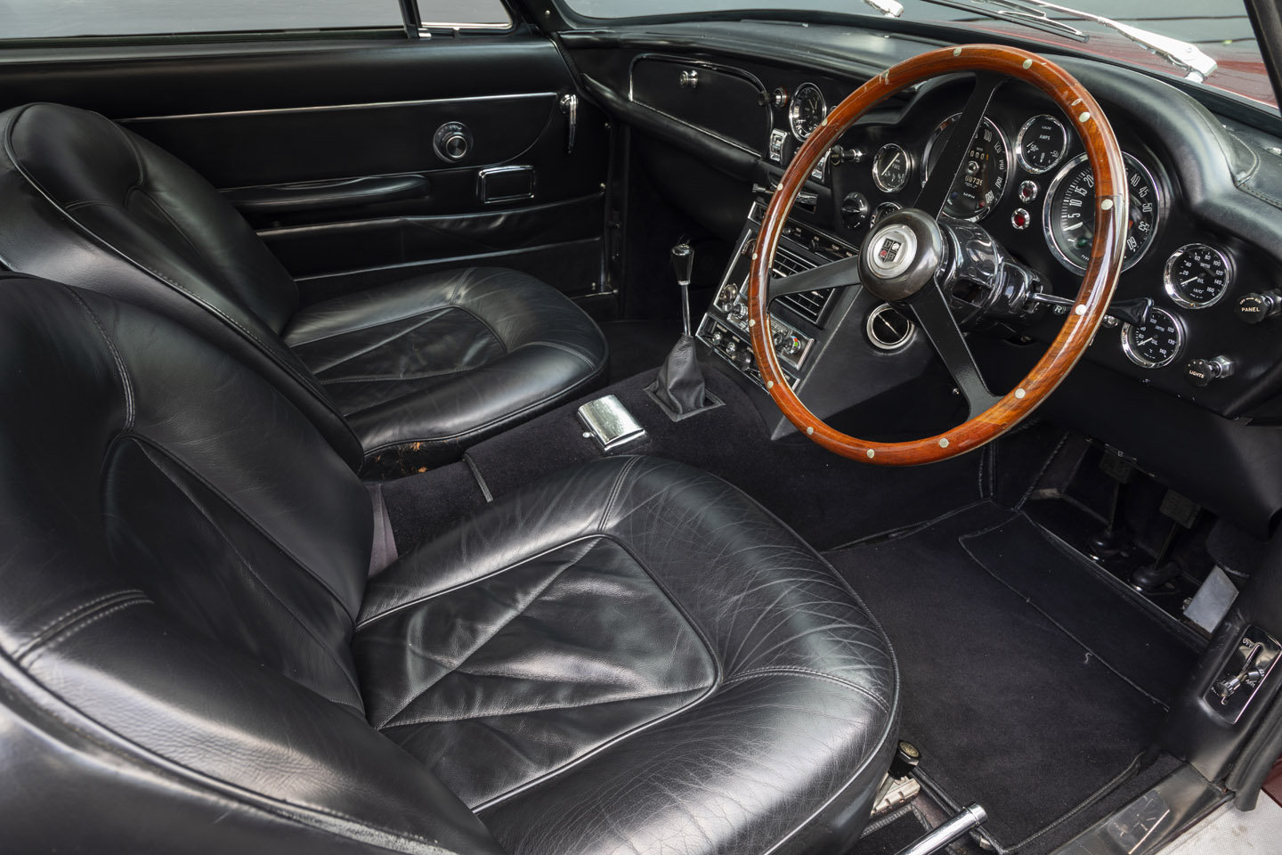 1967 Aston Martin DB6 Mk1 VANTAGE SOLD (picture 4 of 6)