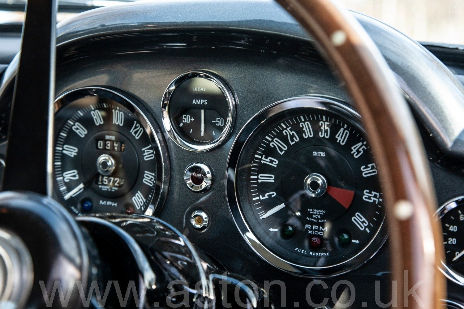 1967 Striking Autumn Gold Iconic DB6 MKI For Sale (picture 3 of 6)