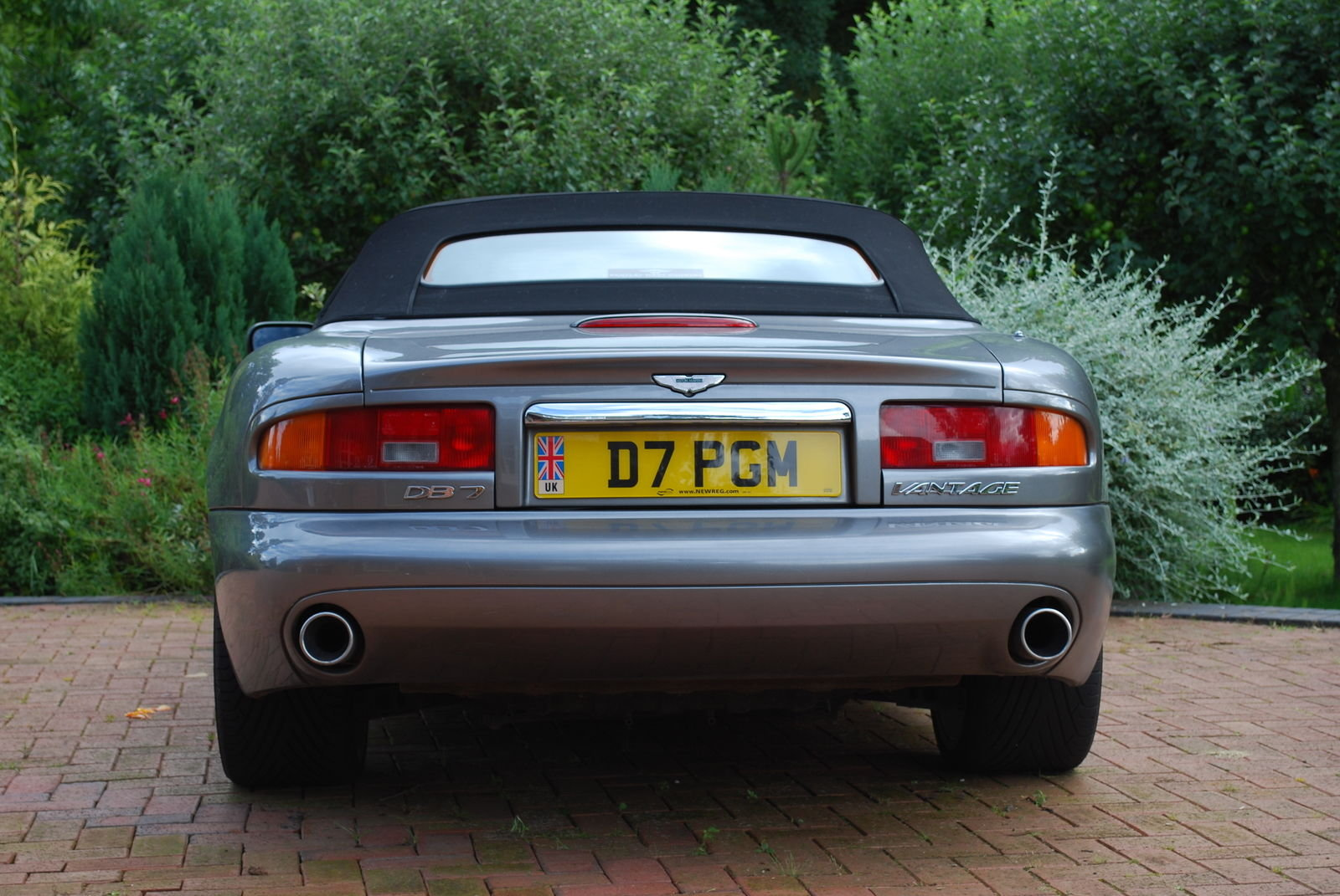 2003 Aston Martin Volante V2 Auto 17k - Simply Stunning For Sale (picture 3 of 5)