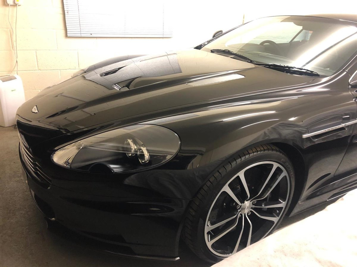 2010 ASTON MARTIN DBS V12  - CARBON BLACK  - ONLY 2800 MILES For Sale (picture 2 of 6)