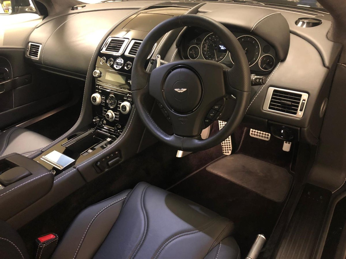 2010 ASTON MARTIN DBS V12  - CARBON BLACK  - ONLY 2800 MILES For Sale (picture 3 of 6)