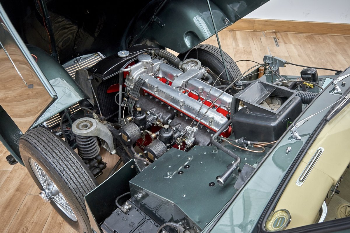 1954 Aston Martin DB2/4 Saloon For Sale (picture 3 of 6)