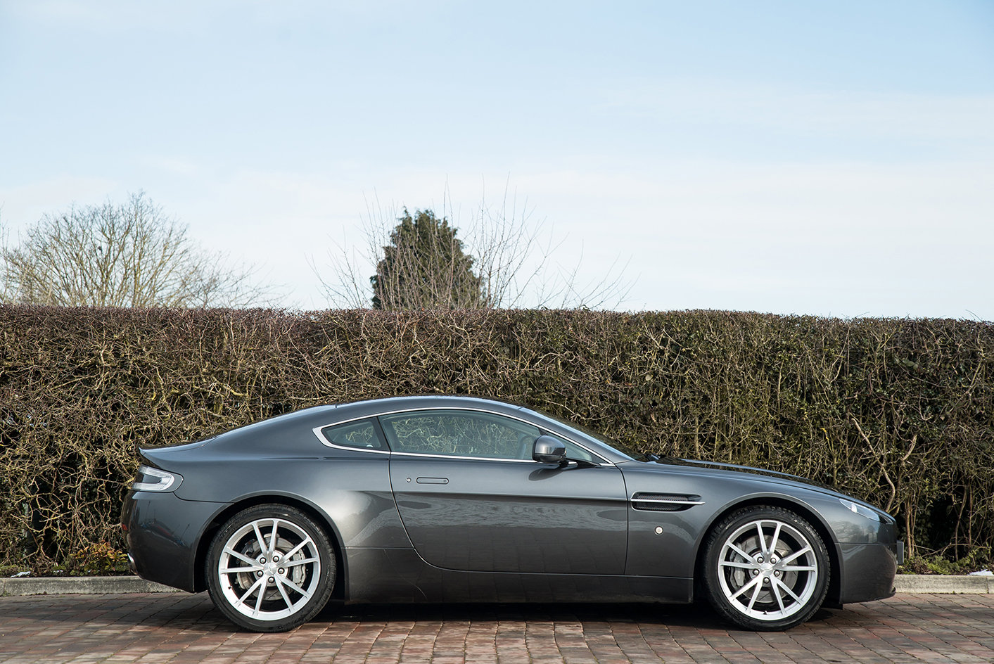 2011 Aston Martin Vantage 4.7 Sportshift Coupe For Sale (picture 1 of 6)