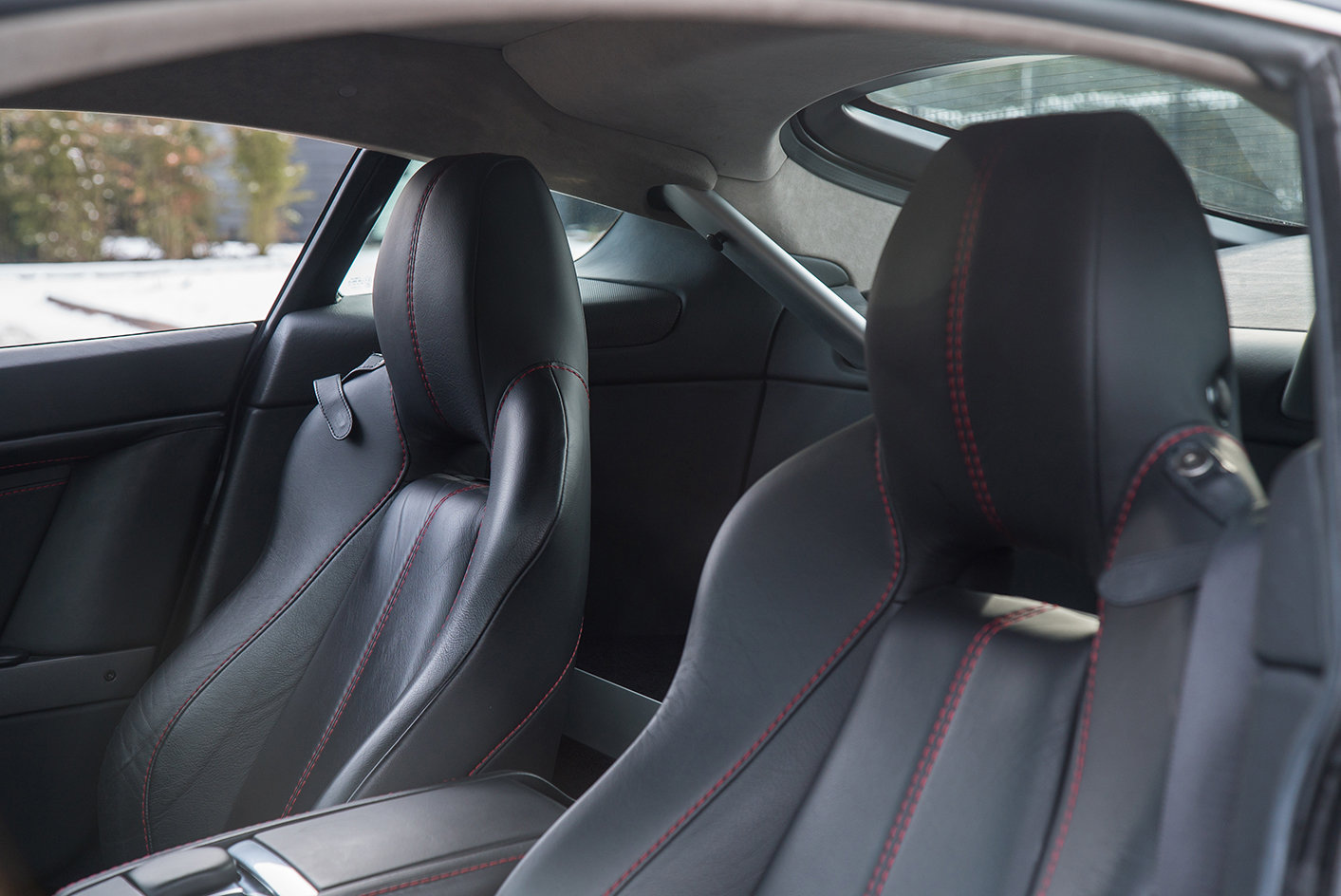 2011 Aston Martin Vantage 4.7 Sportshift Coupe For Sale (picture 3 of 6)