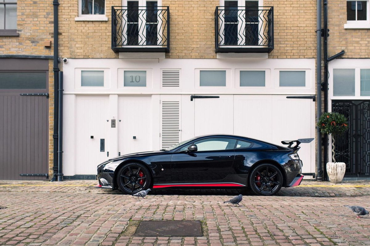 2017 Aston Martin Vantage GT8 - AML Special Paint For Sale (picture 2 of 6)