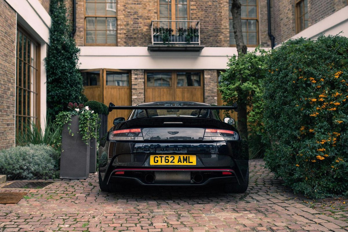 2017 Aston Martin Vantage GT8 - AML Special Paint For Sale (picture 3 of 6)