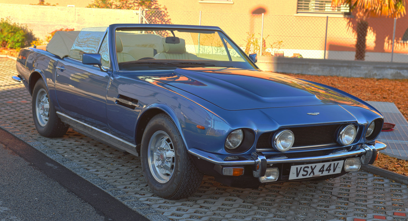 1980 Aston Martin Volante RHD For Sale (picture 1 of 6)