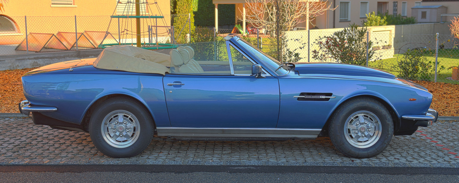 1980 Aston Martin Volante RHD For Sale (picture 2 of 6)