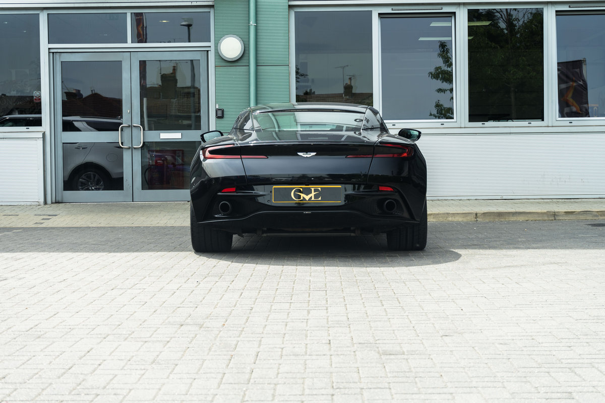 Aston Martin DB11 V12 Launch Edition 2016/66 + Winter Wheel  SOLD (picture 2 of 6)