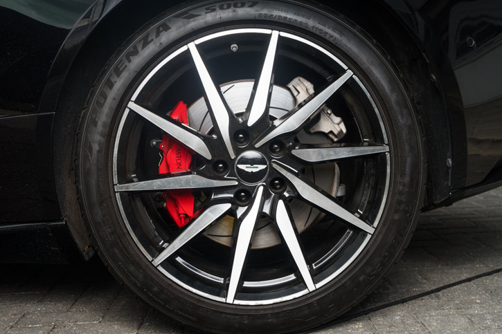 Aston Martin DB11 V12 Launch Edition 2016/66 + Winter Wheel  For Sale (picture 3 of 6)