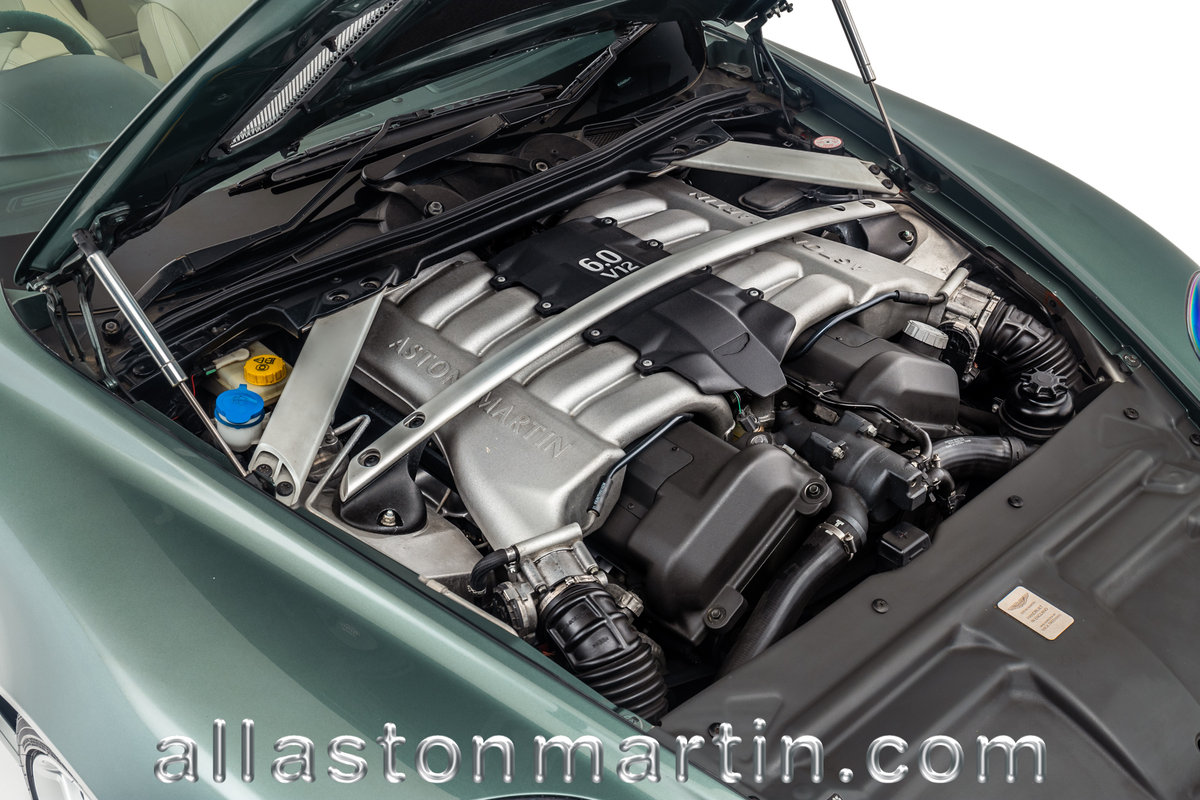 2006 Rare Manual Aston Martin DB9 Volante with tailored luggage For Sale (picture 5 of 6)