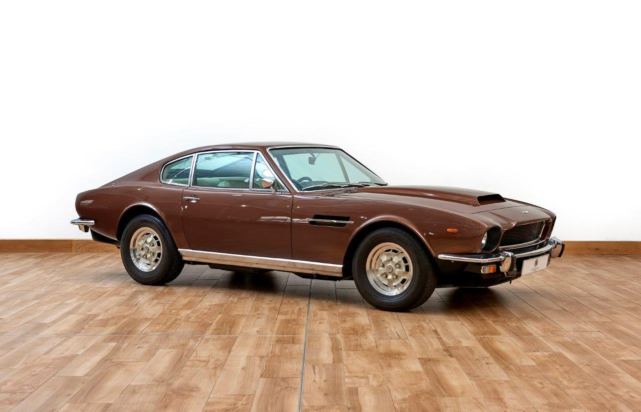 Aston Martin AMV8 Saloon For Sale (picture 1 of 6)