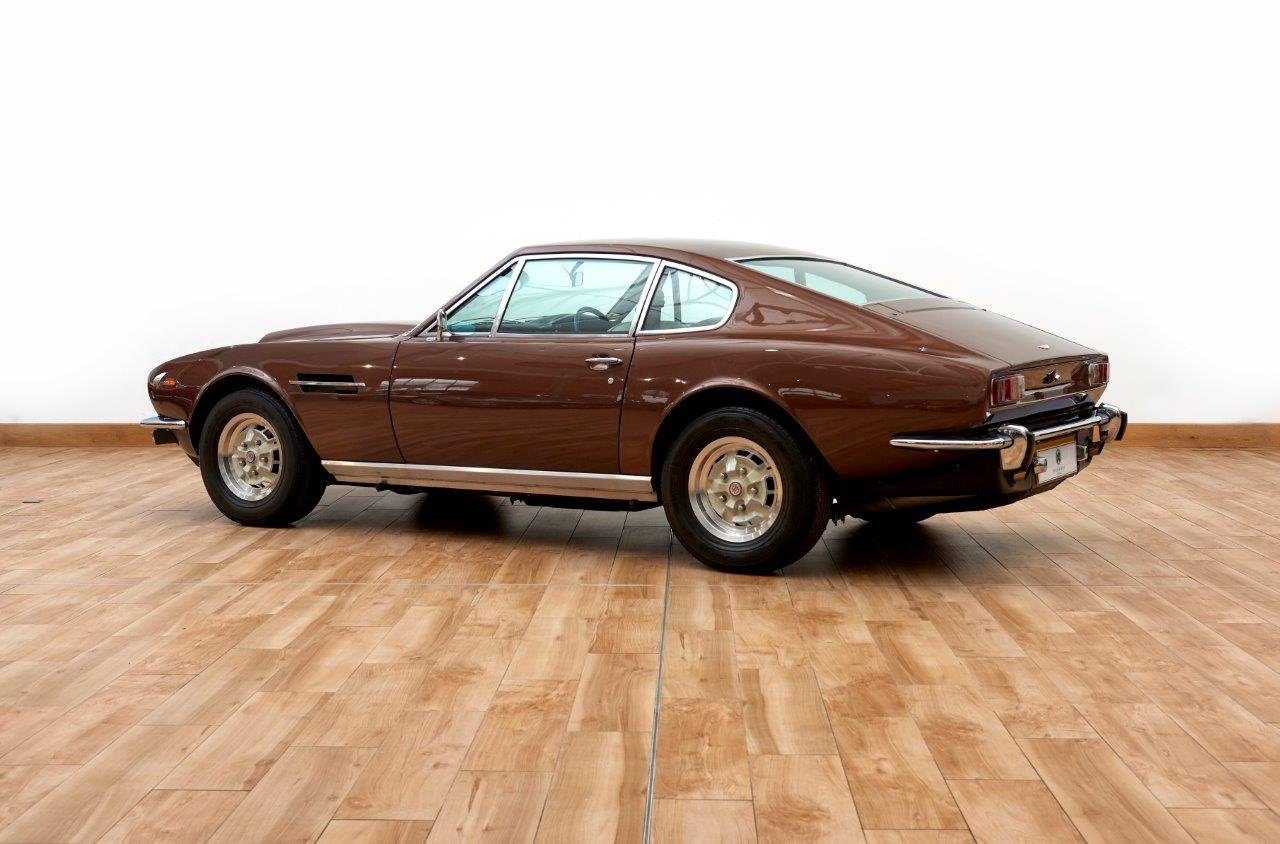 Aston Martin AMV8 Saloon For Sale (picture 2 of 6)