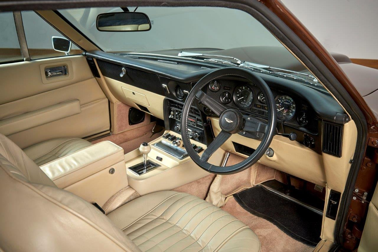 Aston Martin AMV8 Saloon For Sale (picture 4 of 6)