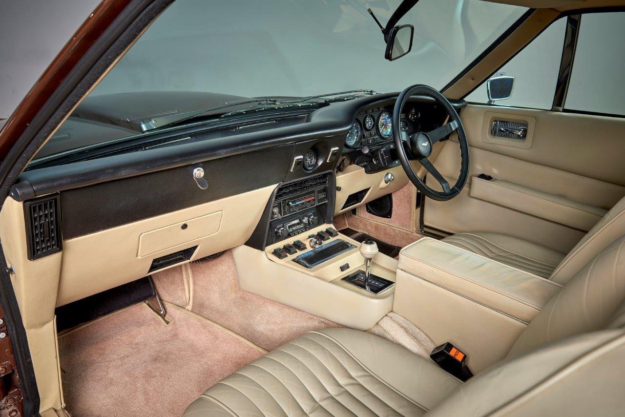 Aston Martin AMV8 Saloon For Sale (picture 5 of 6)