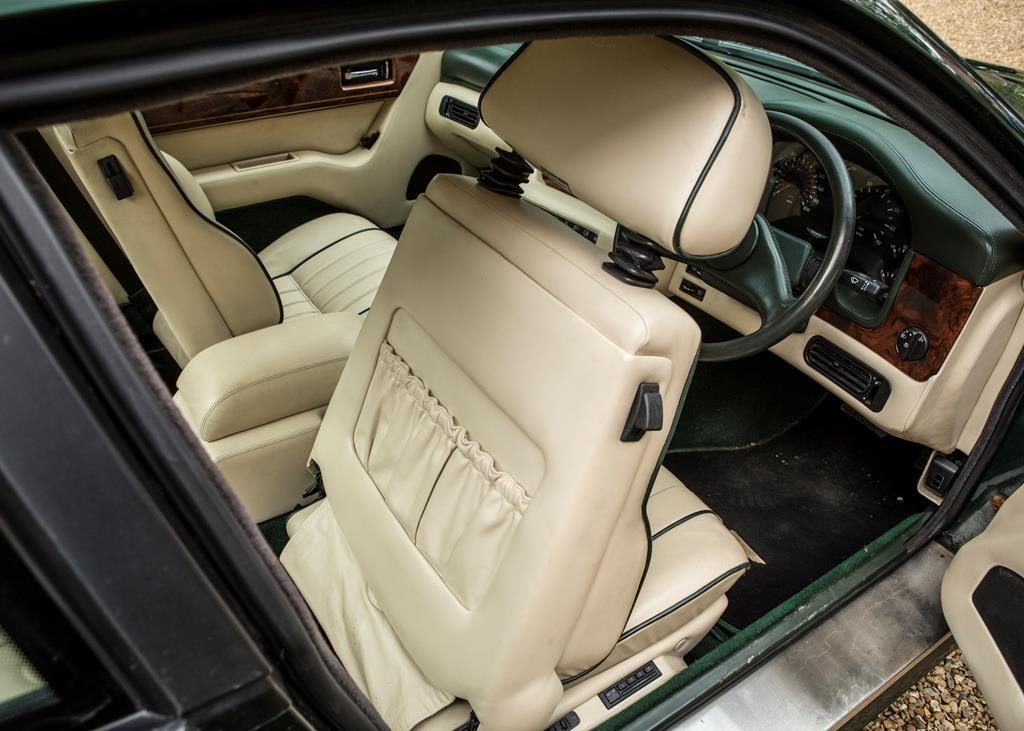 1991  Aston Martin Virage SOLD by Auction (picture 5 of 6)