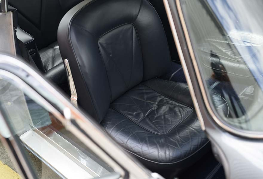 Aston Martin DB6 Vantage (LHD) 1967 For Sale In London  For Sale (picture 9 of 12)