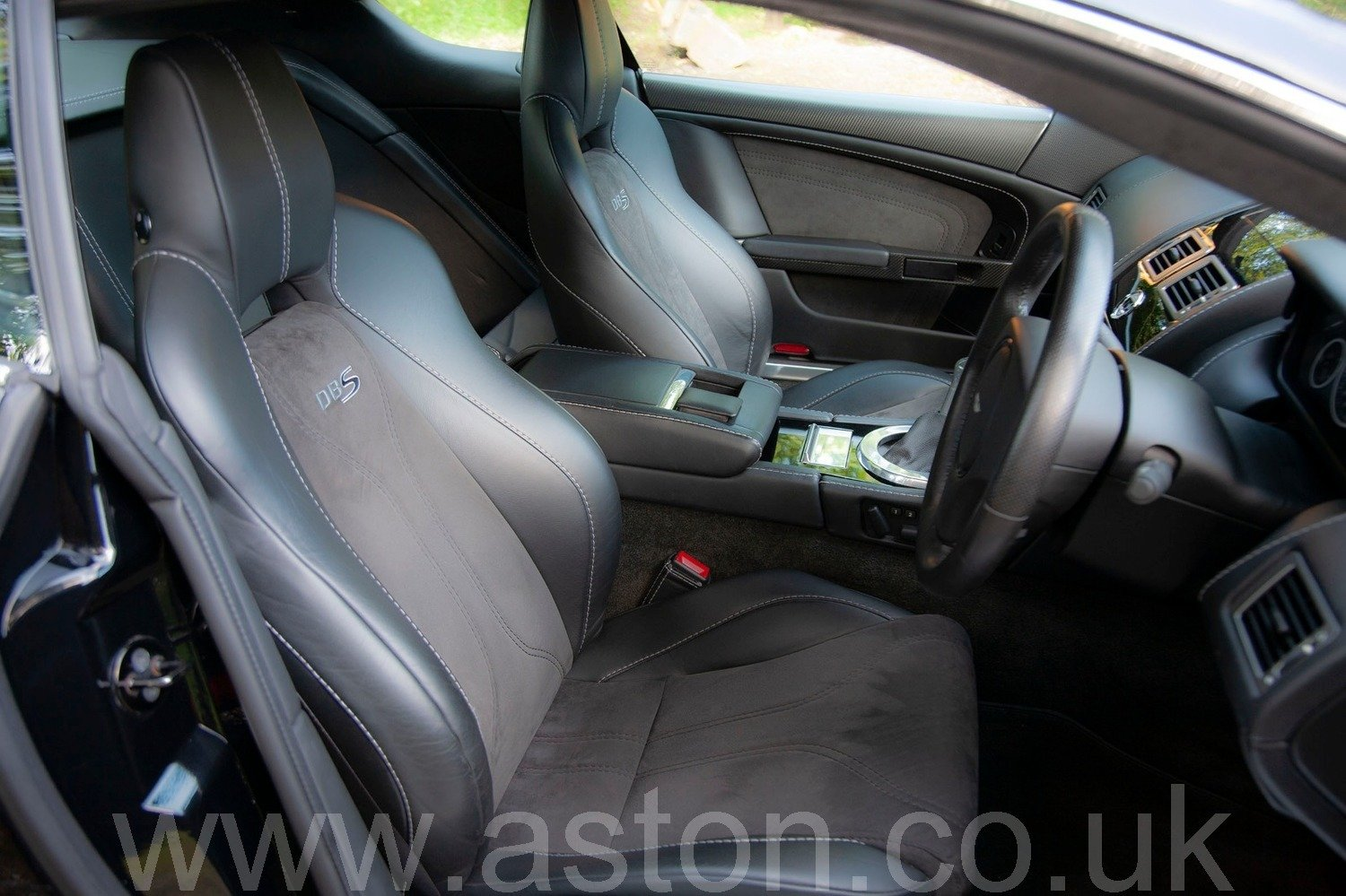 Aston Martin DBS V12 Manual 2009 For Sale (picture 3 of 6)