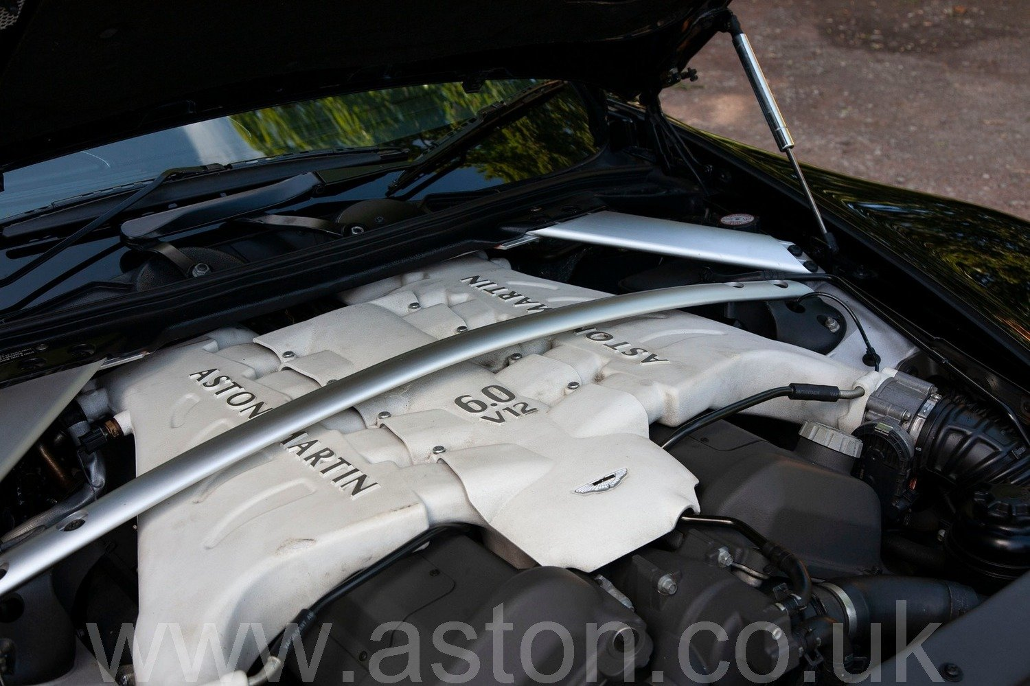 Aston Martin DBS V12 Manual 2009 For Sale (picture 5 of 6)