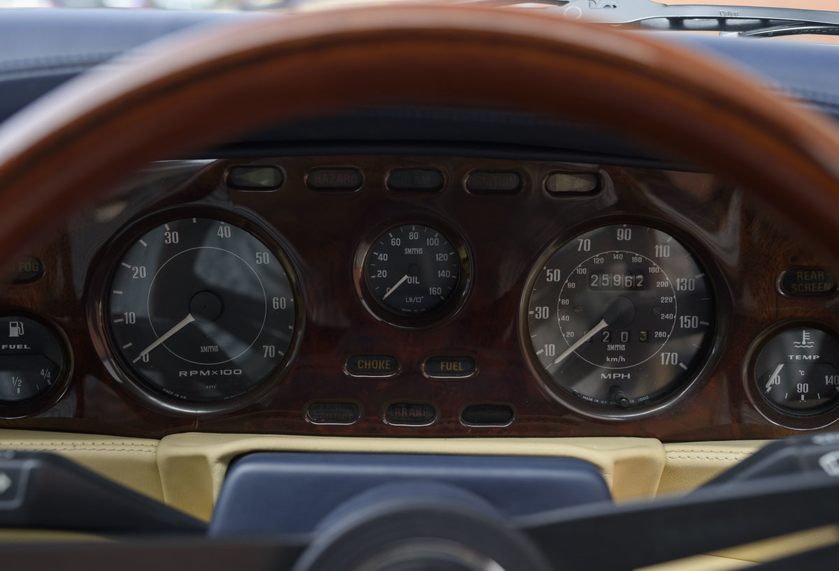 Aston Martin V8 Vantage Volante X-Pack Specification (RHD) For Sale (picture 16 of 24)