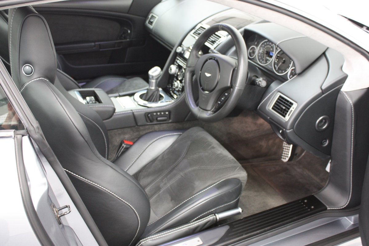 2008 ASTON MARTIN DBS 6SPEED MANUAL, 16K MILES, 1 OF 1 COLOUR  For Sale (picture 4 of 6)