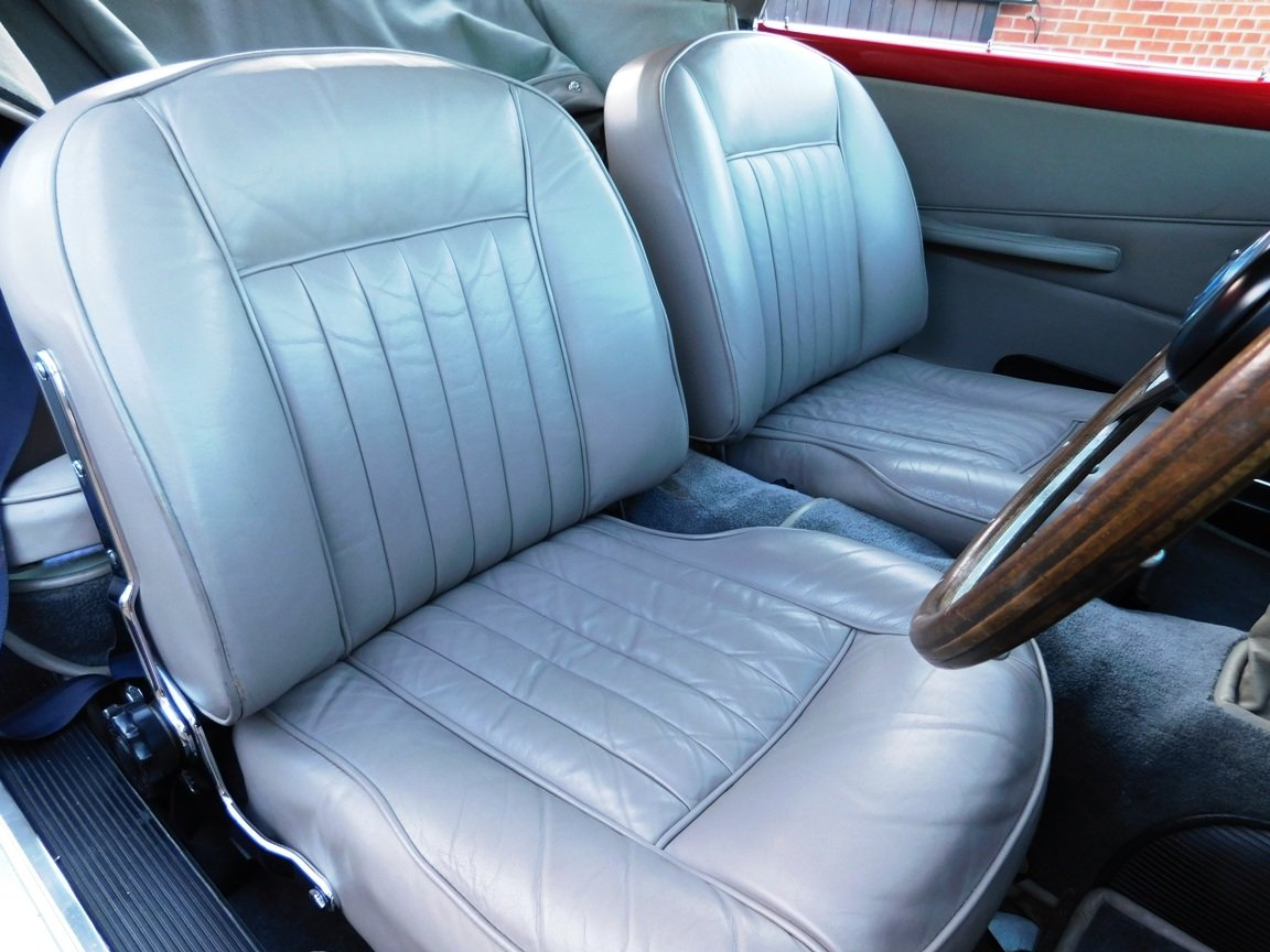 1962 Aston Martin DB4 Series 5 Vantage Convertible For Sale (picture 10 of 16)
