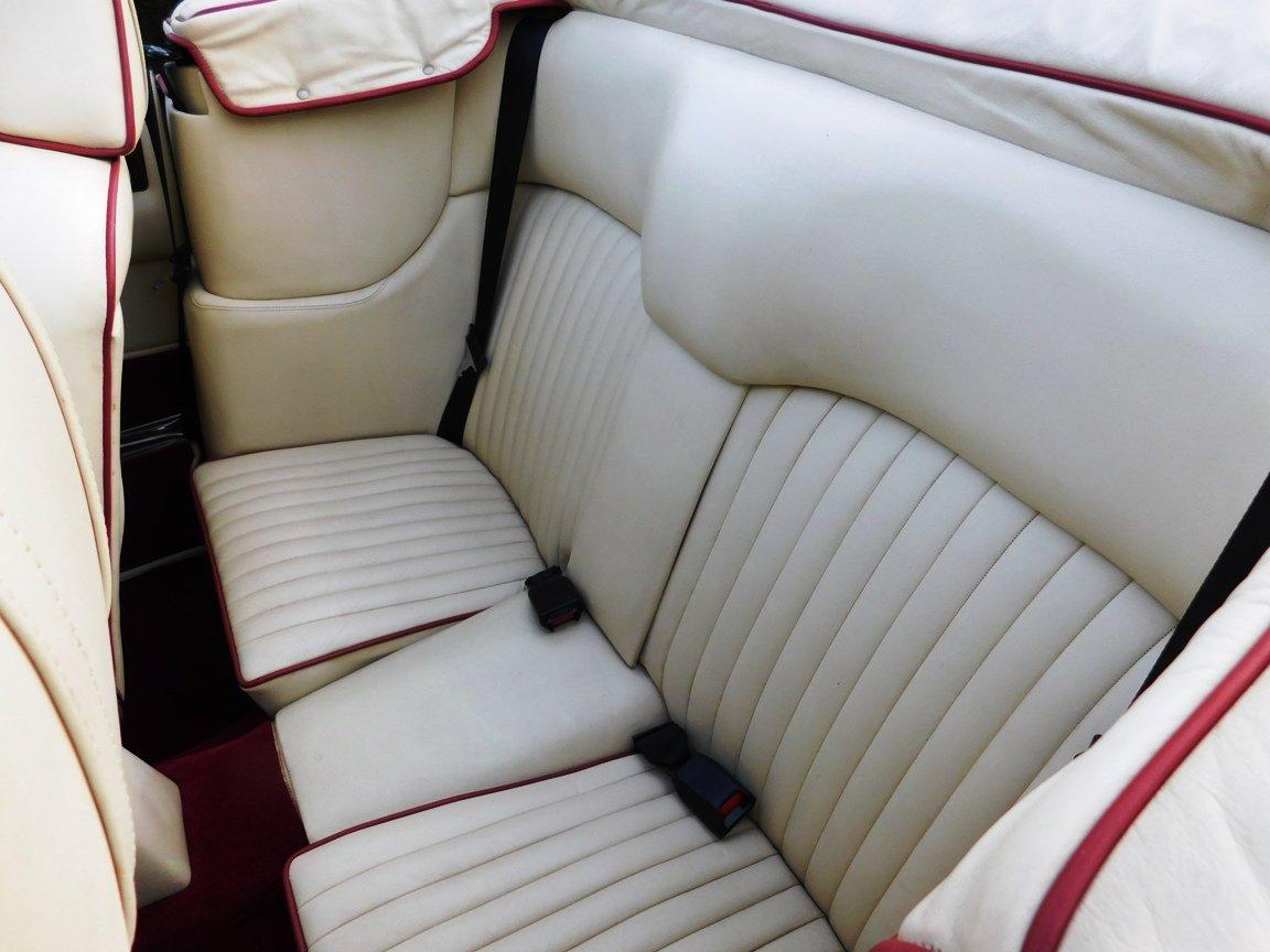 1988 Aston Martin V8 Vantage Volante LHD For Sale (picture 11 of 17)