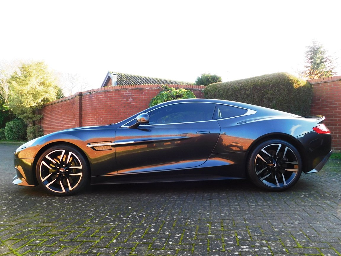2015 Aston Martin V12 Vanquish Coupe SOLD (picture 3 of 13)