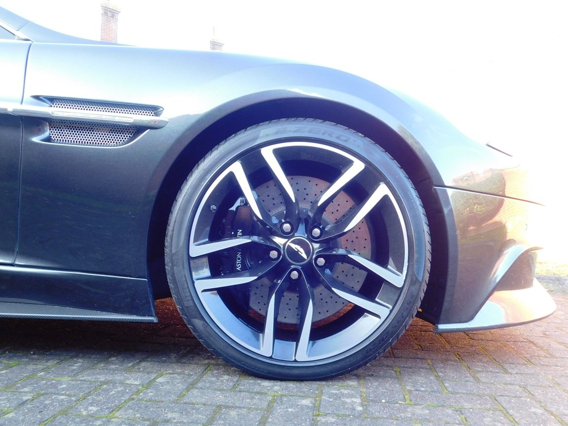 2015 Aston Martin V12 Vanquish Coupe SOLD (picture 7 of 13)