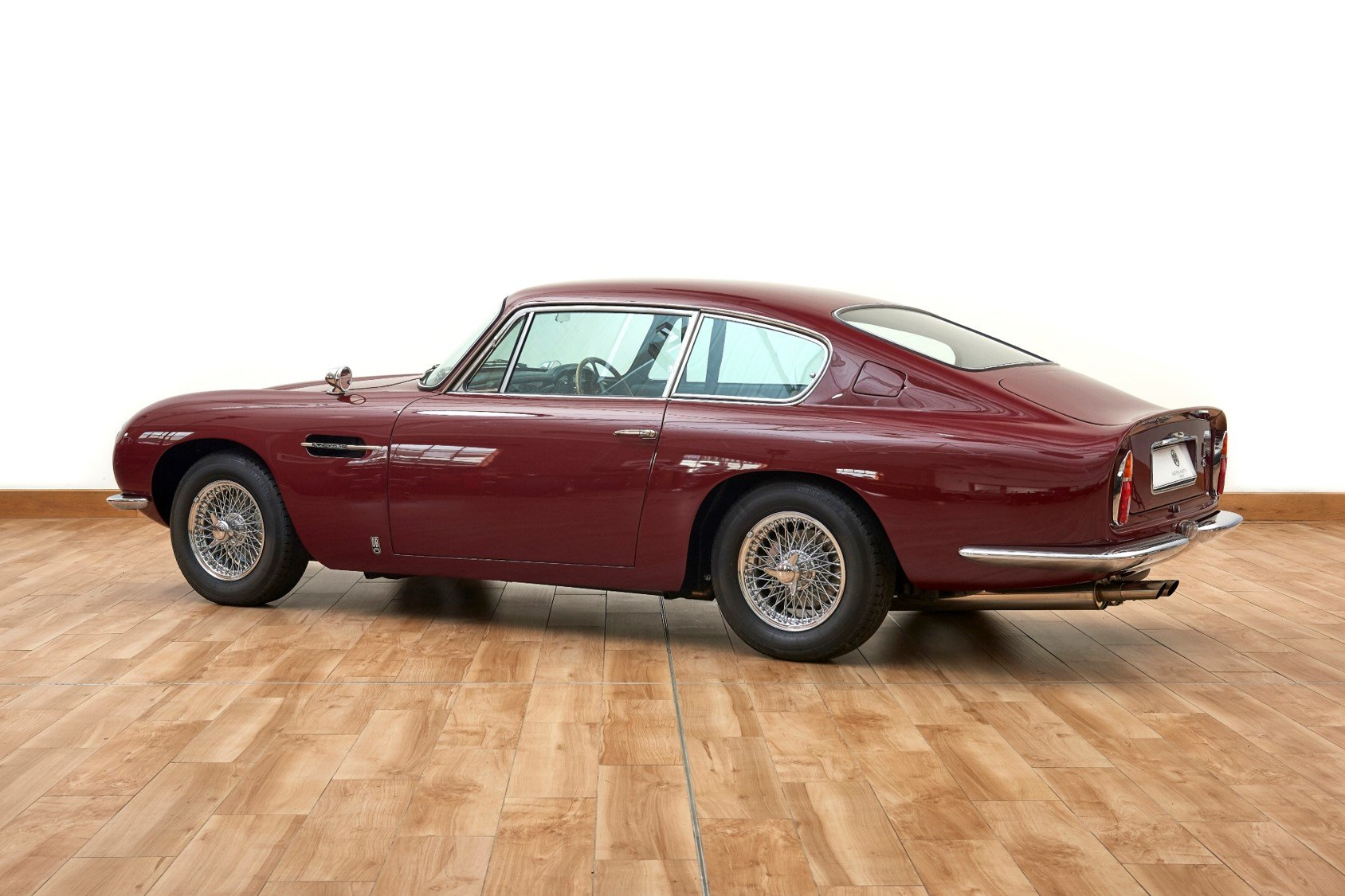 1966 Aston Martin DB6 Vantage Saloon For Sale (picture 2 of 6)