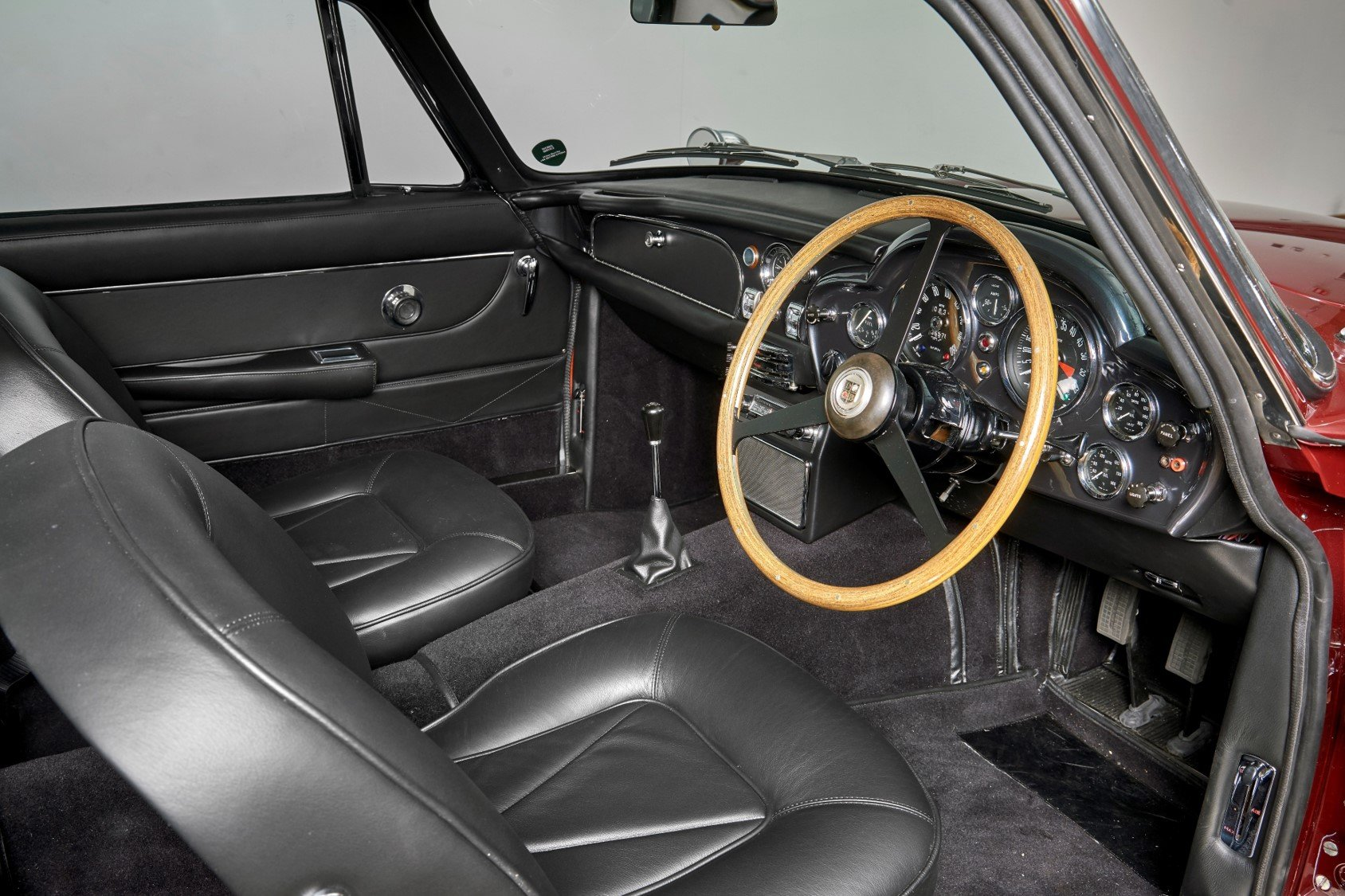1966 Aston Martin DB6 Vantage Saloon For Sale (picture 4 of 6)