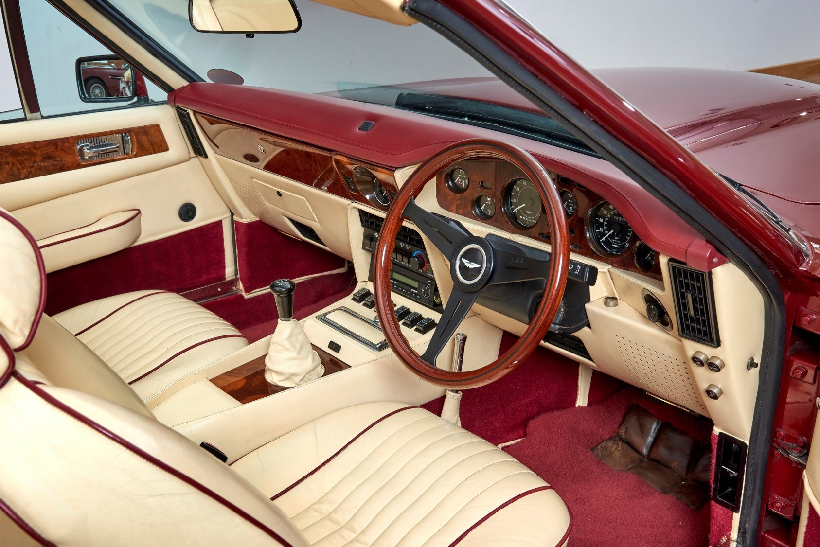 1987 Aston Martin AMV8 Vantage X-Pack Volante For Sale (picture 4 of 6)